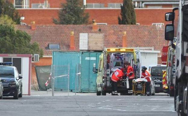 Trabajador es trasladado a la cámara hiperbárica de Valdecilla. Carthago Servicios Técnicos.