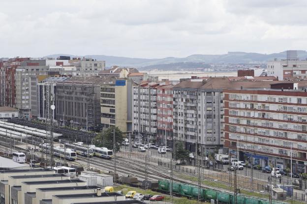 La integración ferroviaria desplazará las vías del tren desde la calle Castilla hasta el talud de la calle Alta y se liberarán 36.000 metros cuadrados de terreno./Héctor Herrero