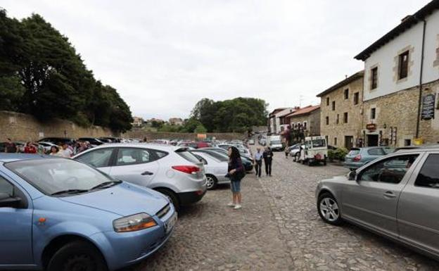Parking de Santillana del Mar.