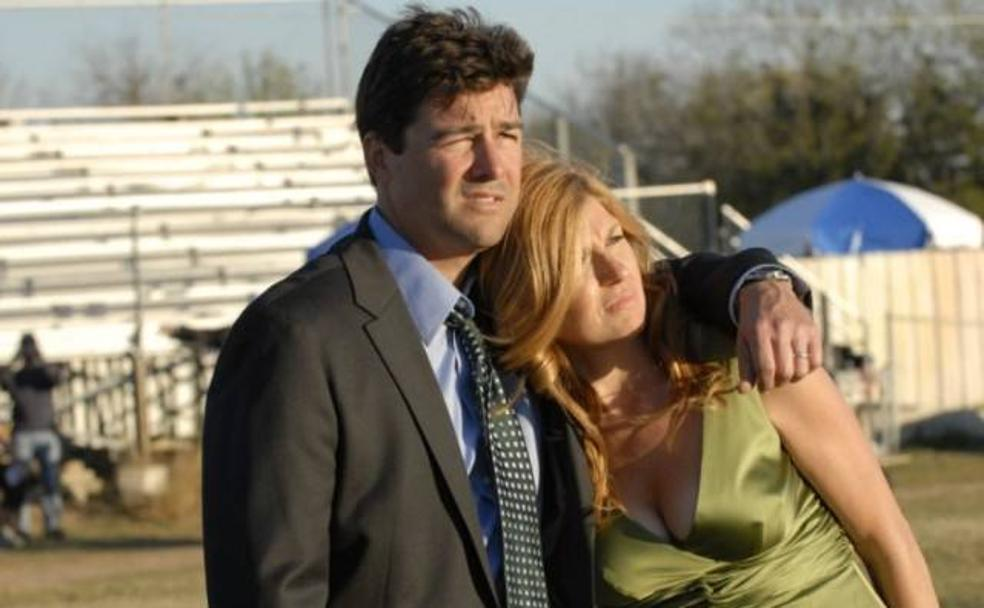 Connie Britton y Kyle Chandler son los protagonistas de 'Friday Night Lights (2006-2011)./