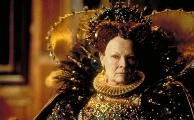 Dench interpretando a la Reina Isabel en 'Shakespeare in Love' (1998).