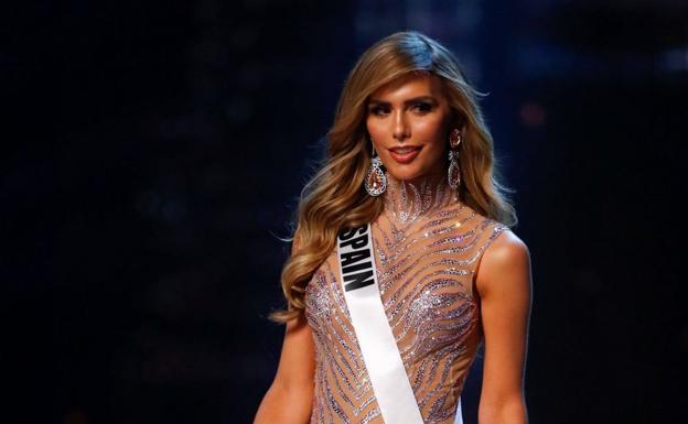 Ángela Ponce desfila en Miss Universo.