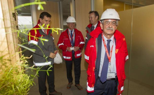 Revilla durante una visita a las nuevas instalaciones de la compañía energética./Alberto Aja