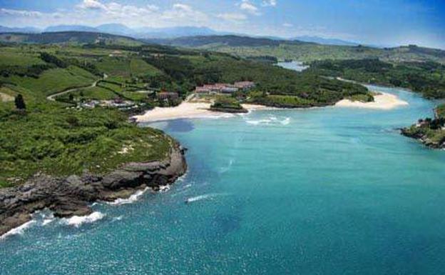 Vista de la playa de La Arena, en Isla.