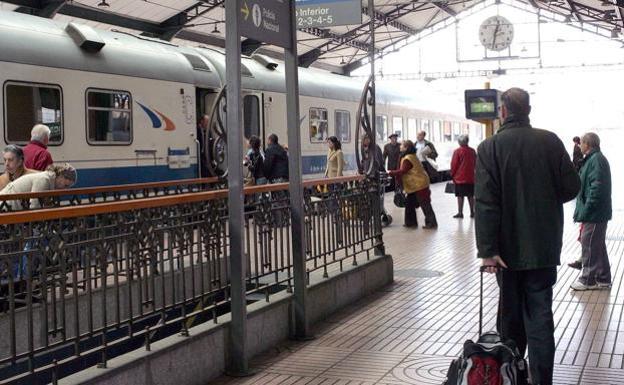 Renfe Apea A Un Centenar De Asturianos En Valladolid Para Hacer